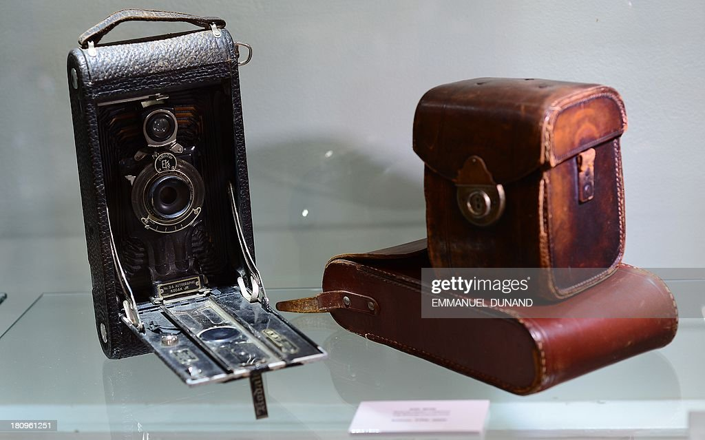 A camera which belonged to late French artist Pierre-August Renoir is on display at Heritage Auctions in New York, September 18, 2013.The single-largest archive of Renoir's personally-owned object, sculptures and letters are set to go on auction on September 19, 2013. AFP PHOTO/Emmanuel Dunand