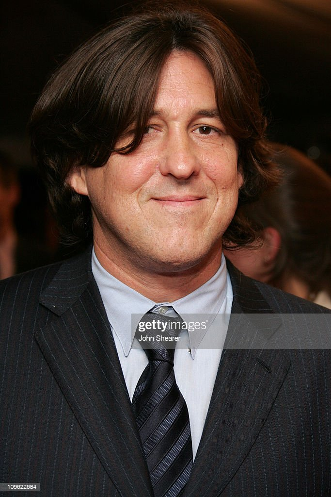 Cameron Crowe during 2005 Toronto Film Festival - 'Elizabethtown' Premiere at Roy Thompson Hall - cameron-crowe-during-2005-toronto-film-festival-elizabethtown-at-roy-picture-id109622684