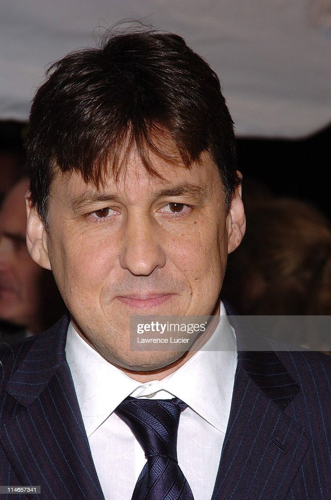 Cameron Crowe during Paramount Pictures' 'Elizabethtown' New York City Premiere - Arrivals at - cameron-crowe-during-paramount-pictures-elizabethtown-new-york-city-picture-id114657341