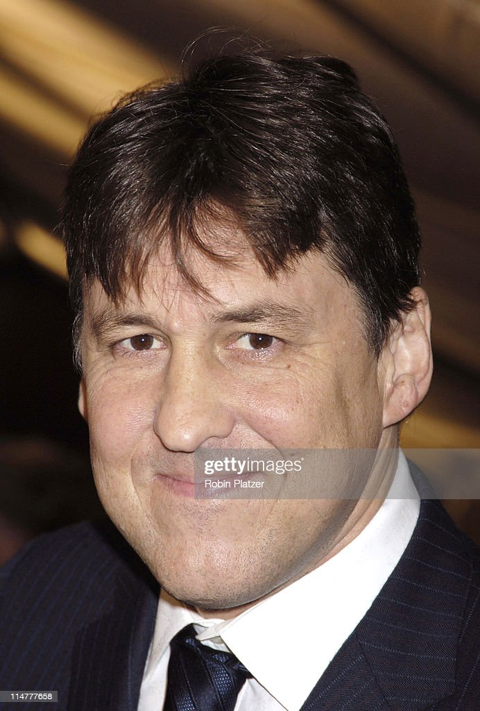 Cameron Crowe during Paramount Pictures' 'Elizabethtown' New York City Premiere at Loews Lincoln - cameron-crowe-during-paramount-pictures-elizabethtown-new-york-city-picture-id114777658