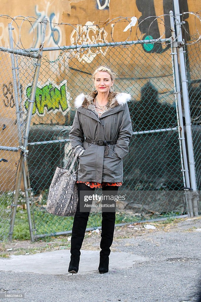 <a gi-track='captionPersonalityLinkClicked' href=/galleries/search?phrase=Cameron+Diaz&family=editorial&specificpeople=201892 ng-click='$event.stopPropagation()'>Cameron Diaz</a> seen on location for 'Annie' in Harlem on November 14, 2013 in New York City.