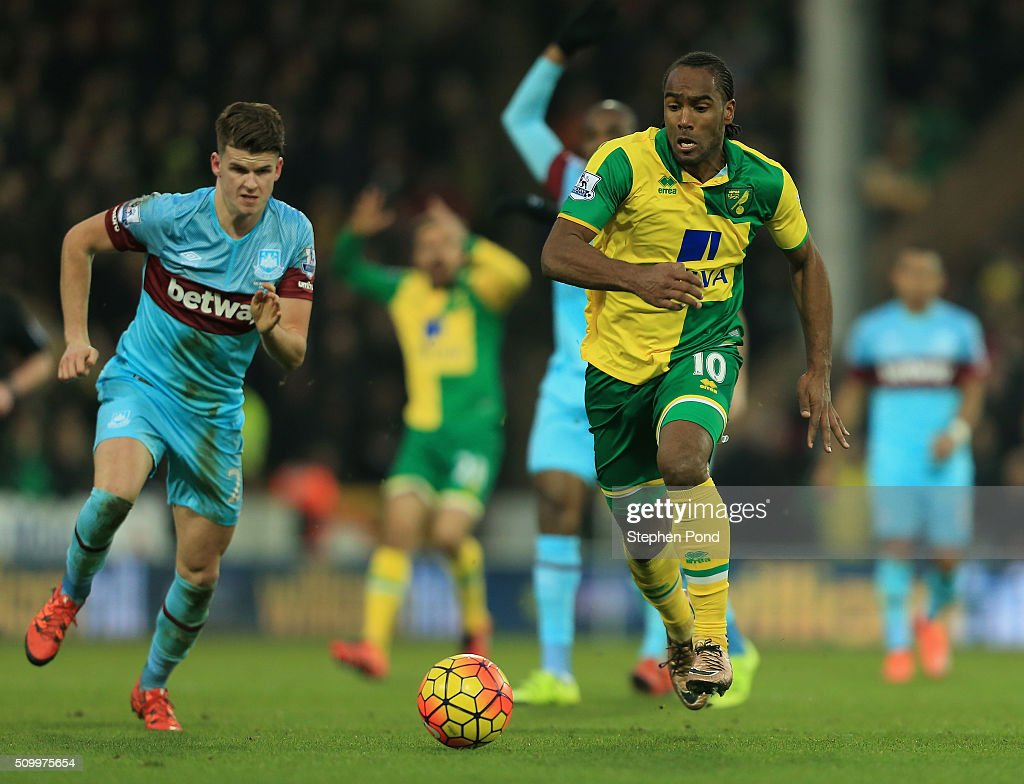 <a gi-track='captionPersonalityLinkClicked' href=/galleries/search?phrase=Cameron+Jerome&family=editorial&specificpeople=815275 ng-click='$event.stopPropagation()'>Cameron Jerome</a> of Norwich City in action during the Barclays Premier League match between Norwich City and West Ham United at Carrow Road on February 13, 2016 in Norwich, England.