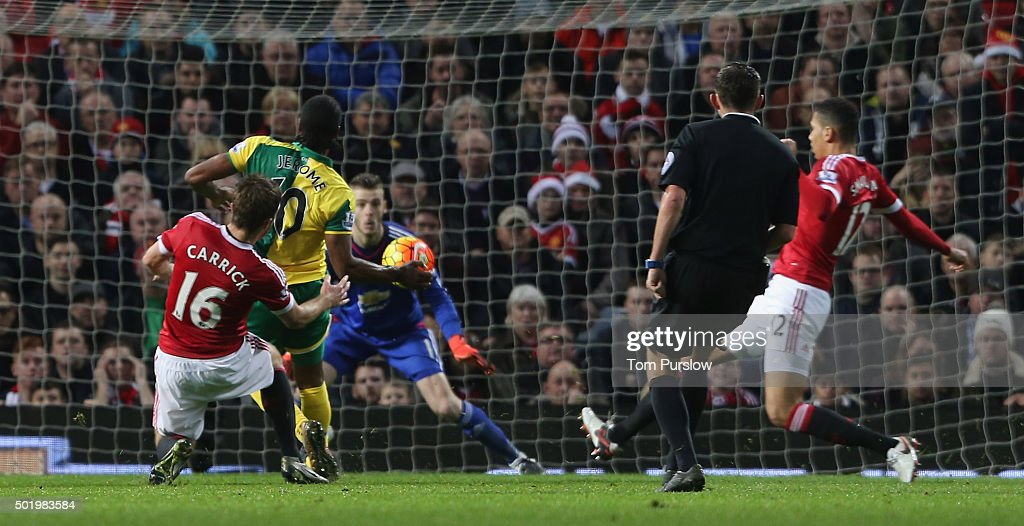 <a gi-track='captionPersonalityLinkClicked' href=/galleries/search?phrase=Cameron+Jerome&family=editorial&specificpeople=815275 ng-click='$event.stopPropagation()'>Cameron Jerome</a> of Norwich City scores their first goal during the Barclays Premier League match between Manchester United and Norwich City at Old Trafford on December 19, 2015 in Manchester, England.