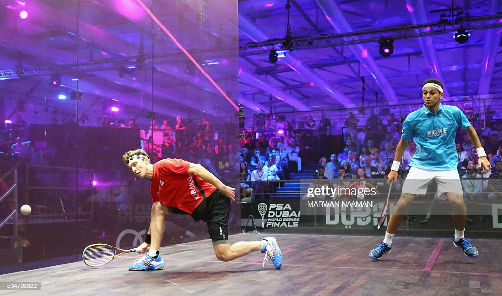 Cameron Pilley of Australia (L) plays a forehand to Mohamed El Shorbagy of Egypt during their semi-final match of the Dubai PSA World Series Finals squash tournament in Dubai on May 27, 2016. / AFP / MARWAN