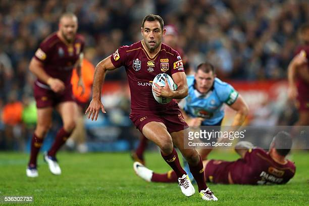 Cameron Smith of the Maroons runs the ball during game one of the State Of Origin series between the New South Wales Blues and the Queensland Maroons...
