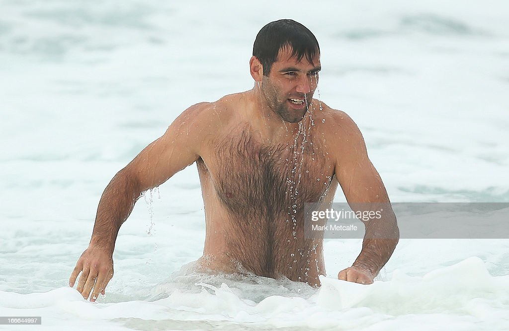 <a gi-track='captionPersonalityLinkClicked' href=/galleries/search?phrase=Cameron+Smith+-+Rugby+League+Player&family=editorial&specificpeople=453295 ng-click='$event.stopPropagation()'>Cameron Smith</a> runs from the ocean during an Australian Kangaroos training session at Coogee Beach on April 15, 2013 in Sydney, Australia.