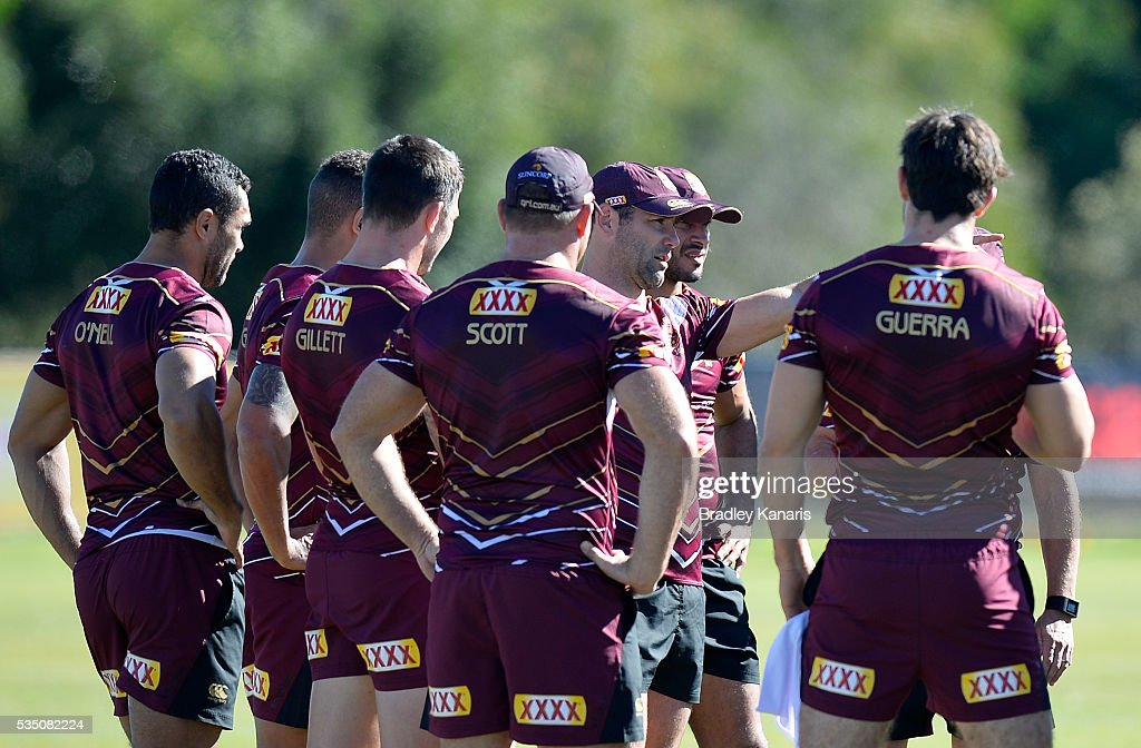 <a gi-track='captionPersonalityLinkClicked' href=/galleries/search?phrase=Cameron+Smith+-+Rugby+League+Player&family=editorial&specificpeople=453295 ng-click='$event.stopPropagation()'>Cameron Smith</a> talks tactics with his team mates during a Queensland Maroons State of Origin training session on May 29, 2016 in Gold Coast, Australia.