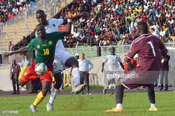 Cameron's player Vincent Aboubacar vie for the ball with Mauritania goalkeeper Ibrahim Soulyemane on June 14 2015 at the Mamadou Ahidjo stadium in...