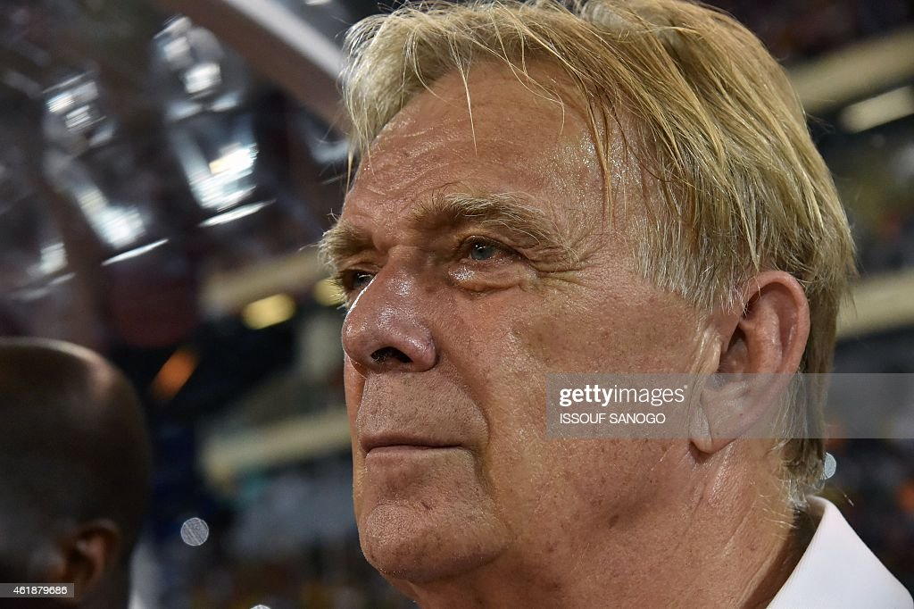 Cameroon's coach Volker Finke attends the 2015 African Cup of Nations group D football match between Mali and Cameroon in Malabo on January 20, 2015.