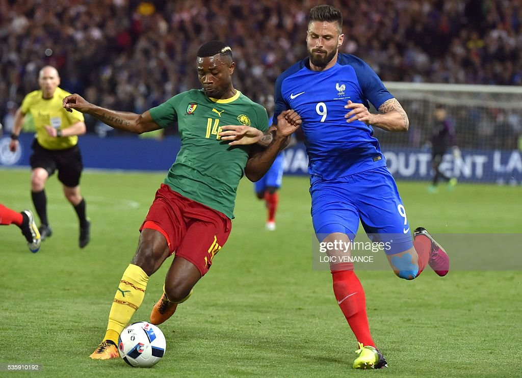 Cameroon's defender Aurelien Chedjou (L) fights with the ball with France's forward Olivier Giroud during the International friendly football match between France and Cameroon at the Beaujoire stadium, in Nantes, western France, on May 30, 2016 as part of the French team's preparation for the upcoming Euro 2016 European football championships. / AFP / LOIC