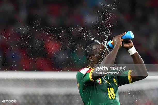 TOPSHOT Cameroon's forward Vincent Aboubakar splashes water on his face during the 2017 Confederations Cup group B football match between Cameroon...