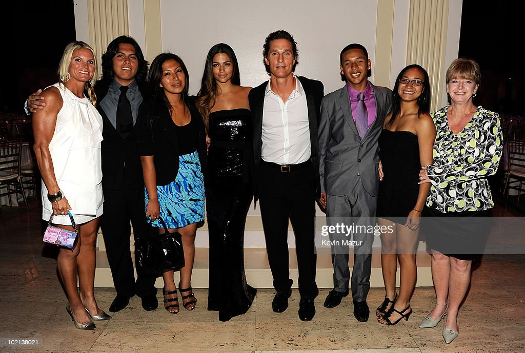 Camila Alves, Matthew McConaughey (center) and children from the j.k. livin Foundation backstage at Samsung's 9th Annual Four Seasons of Hope Gala at Cipriani Wall Street on June 15, 2010 in New York City.