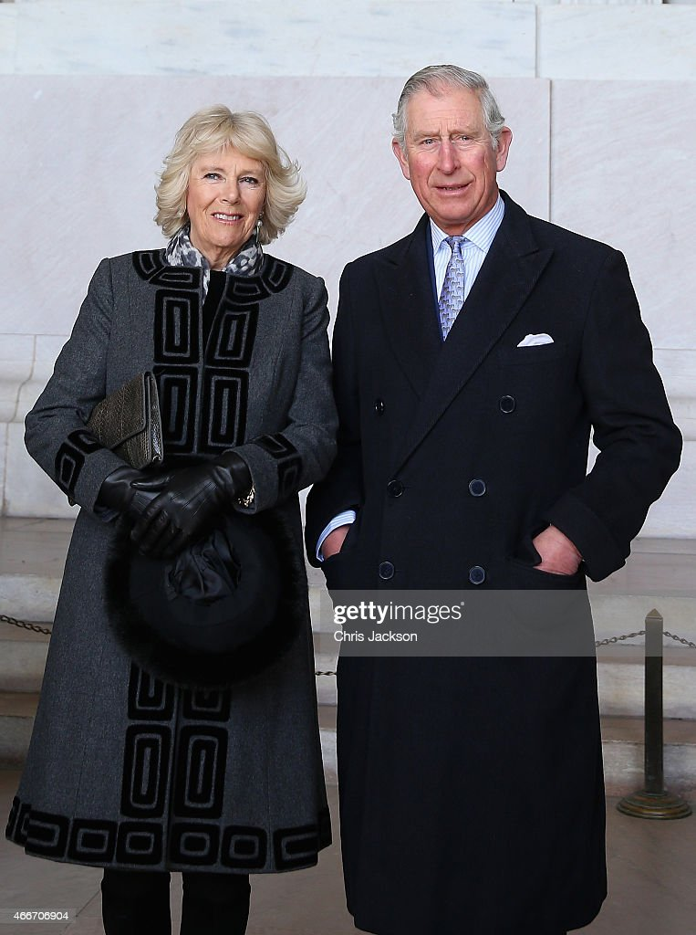 <a gi-track='captionPersonalityLinkClicked' href=/galleries/search?phrase=Camilla+-+Duquesa+da+Cornualha&family=editorial&specificpeople=158157 ng-click='$event.stopPropagation()'>Camilla</a>, Duchess of Cornwall and Prince Charles, Prince of Wales visit the Lincoln Memorial on the second day of a visit to the United States on March 18, 2015 in Washington, DC. The Prince and Duchess are in Washington as part of a Four day visit to the United States.