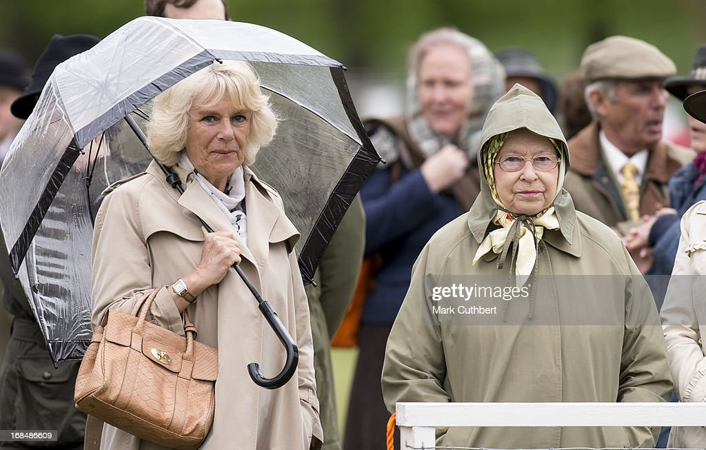 <a gi-track='captionPersonalityLinkClicked' href=/galleries/search?phrase=Camilla+-+Hertiginna+av+Cornwall&family=editorial&specificpeople=158157 ng-click='$event.stopPropagation()'>Camilla</a>, Duchess of Cornwall and Queen <a gi-track='captionPersonalityLinkClicked' href=/galleries/search?phrase=Elizabeth+II&family=editorial&specificpeople=67226 ng-click='$event.stopPropagation()'>Elizabeth II</a> at The Royal Windsor Horse Show on May 10, 2013 in Windsor, England.
