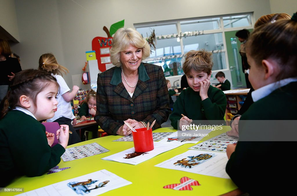 <a gi-track='captionPersonalityLinkClicked' href=/galleries/search?phrase=Camilla+-+Hertiginna+av+Cornwall&family=editorial&specificpeople=158157 ng-click='$event.stopPropagation()'>Camilla</a>, Duchess of Cornwall attends lessons as she visits Forest and Sandridge Church of England Primary School during an away day to Wiltshire on February 9, 2016 in Melksham, England. The Duchess officially opened the new school building during her visit.