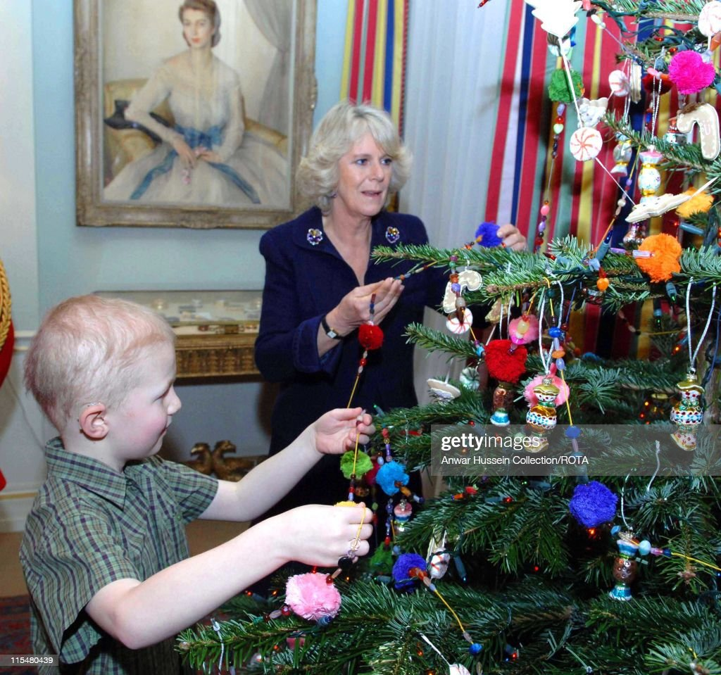 camilla duchess of cornwall decorates christmas tree with