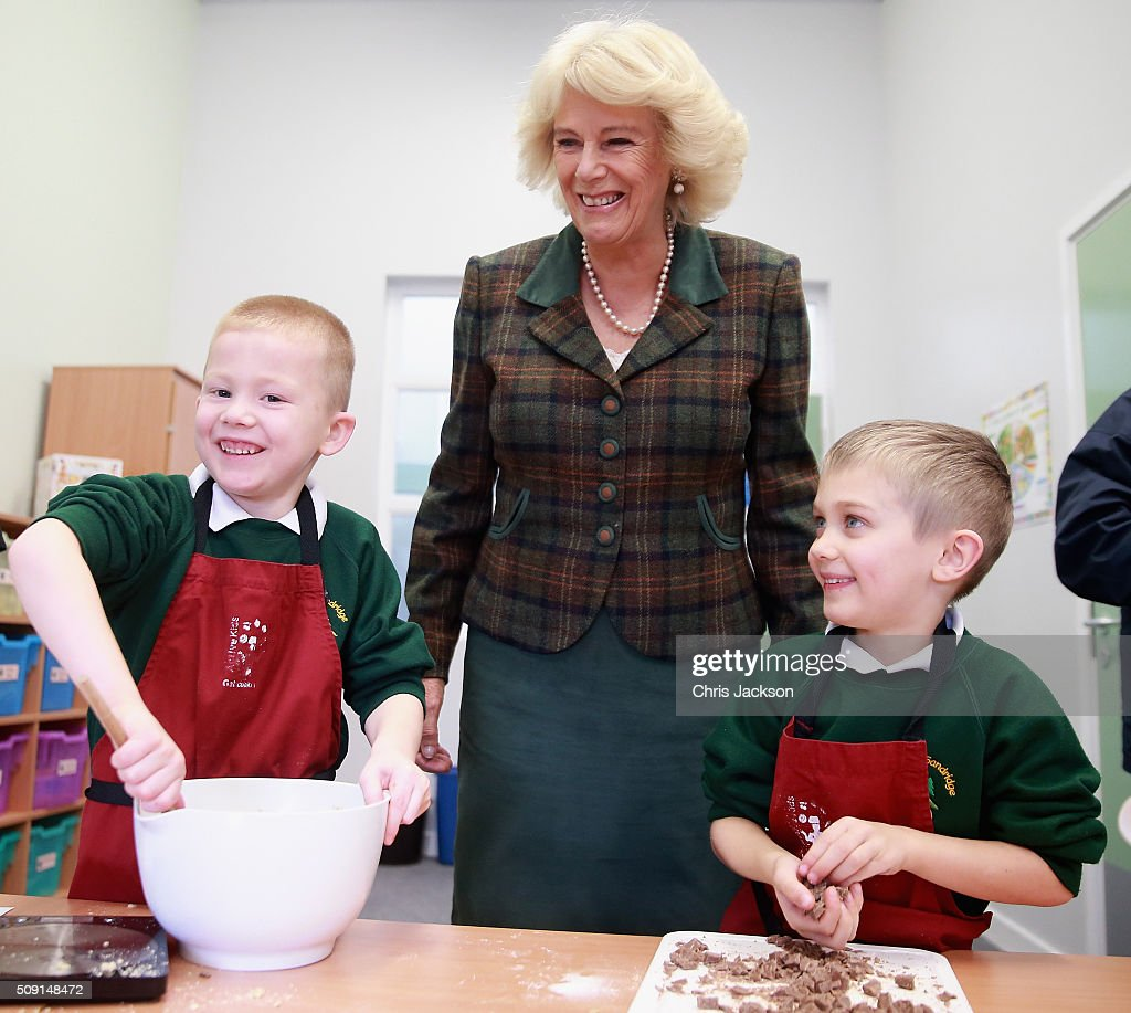 <a gi-track='captionPersonalityLinkClicked' href=/galleries/search?phrase=Camilla+-+Hertiginna+av+Cornwall&family=editorial&specificpeople=158157 ng-click='$event.stopPropagation()'>Camilla</a>, Duchess of Cornwall helps make chocolate chip cookies as she visits a cookery class at Forest and Sandridge Church of England Primary School during an away day to Wiltshire on February 9, 2016 in Melksham, England. The Duchess officially opened the new school building during her visit.