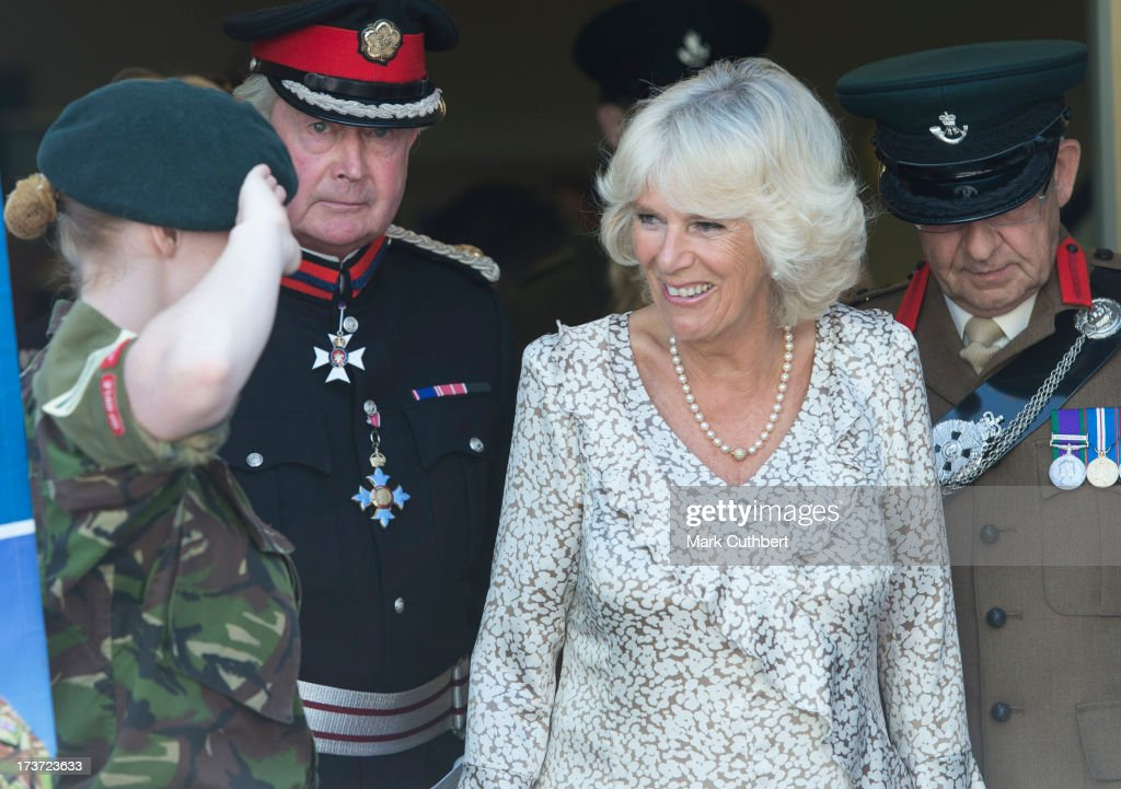 <a gi-track='captionPersonalityLinkClicked' href=/galleries/search?phrase=Camilla+-+Hertiginna+av+Cornwall&family=editorial&specificpeople=158157 ng-click='$event.stopPropagation()'>Camilla</a>, Duchess of Cornwall, meets some Army Cadets during a walkabout on a visit to Lostwithiel on July 17, 2013 in Cornwall, England.