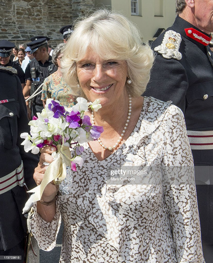 <a gi-track='captionPersonalityLinkClicked' href=/galleries/search?phrase=Camilla+-+Hertiginna+av+Cornwall&family=editorial&specificpeople=158157 ng-click='$event.stopPropagation()'>Camilla</a>, Duchess of Cornwall, on her 66th birthday, meets well wishers during a walkabout on a visit to Lostwithiel on July 17, 2013 in Cornwall, England.