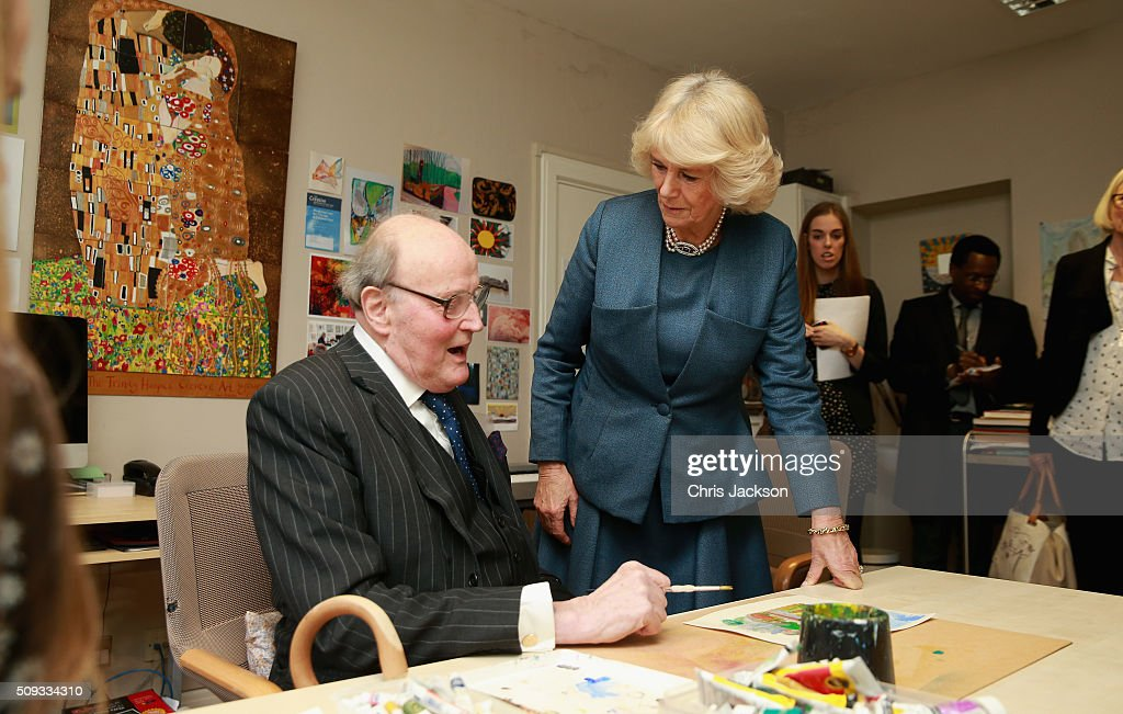<a gi-track='captionPersonalityLinkClicked' href=/galleries/search?phrase=Camilla+-+Duchesse+de+Cornouailles&family=editorial&specificpeople=158157 ng-click='$event.stopPropagation()'>Camilla</a>, Duchess of Cornwall, Patron of Royal Trinity Hospice, drops in to an art class as she visits Royal Trinity Hospice at Royal Trinity Hospice on February 10, 2016 in London, England. The Duchess was visiting to mark the beginning of the 125th Anniversary and met staff, volunteers, patients and their families.
