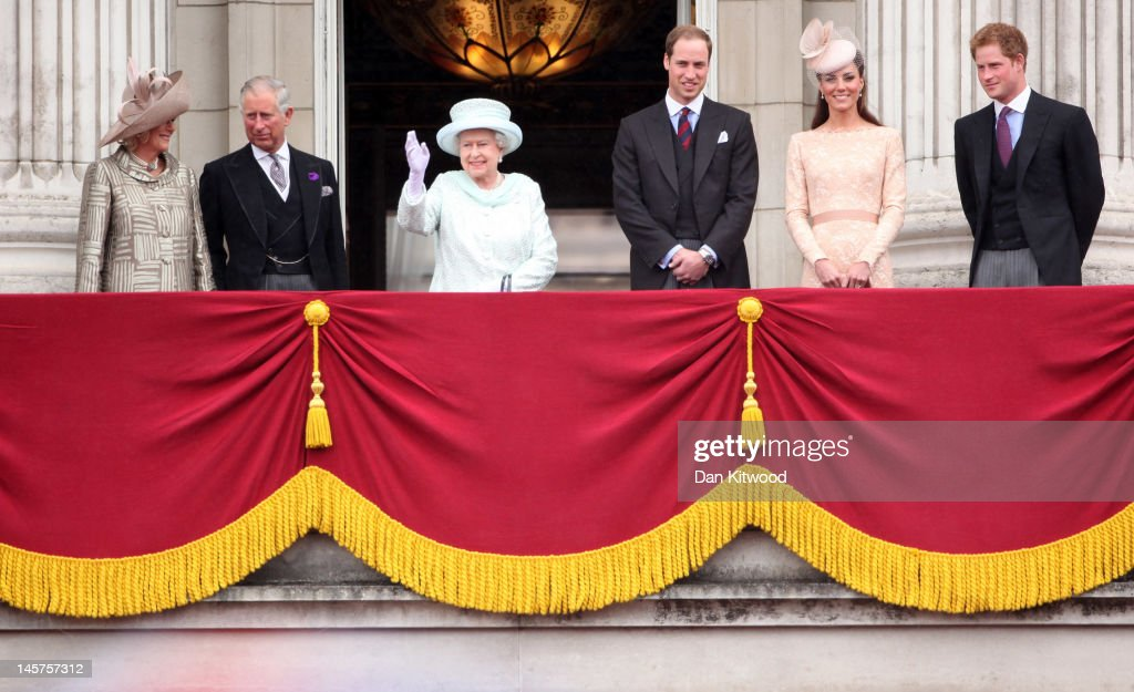 Diamond jubilee carriage procession and balcony for Queen on balcony