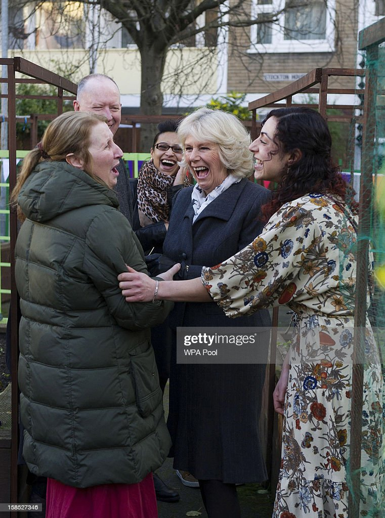 <a gi-track='captionPersonalityLinkClicked' href=/galleries/search?phrase=Camilla+-+Hertiginna+av+Cornwall&family=editorial&specificpeople=158157 ng-click='$event.stopPropagation()'>Camilla</a>, Duchess of Cornwall shares a laugh with local residents during her visit to the Hollybush Estate in Bethnal Green on December 18, 2012 in London, England. The Prince of Wales and Duchess of Cornwall helped volunteers to pack Christmas hampers with locally grown produce during their visit the former run-down East London housing estate which has been transformed through community gardening projects carried out by residents.