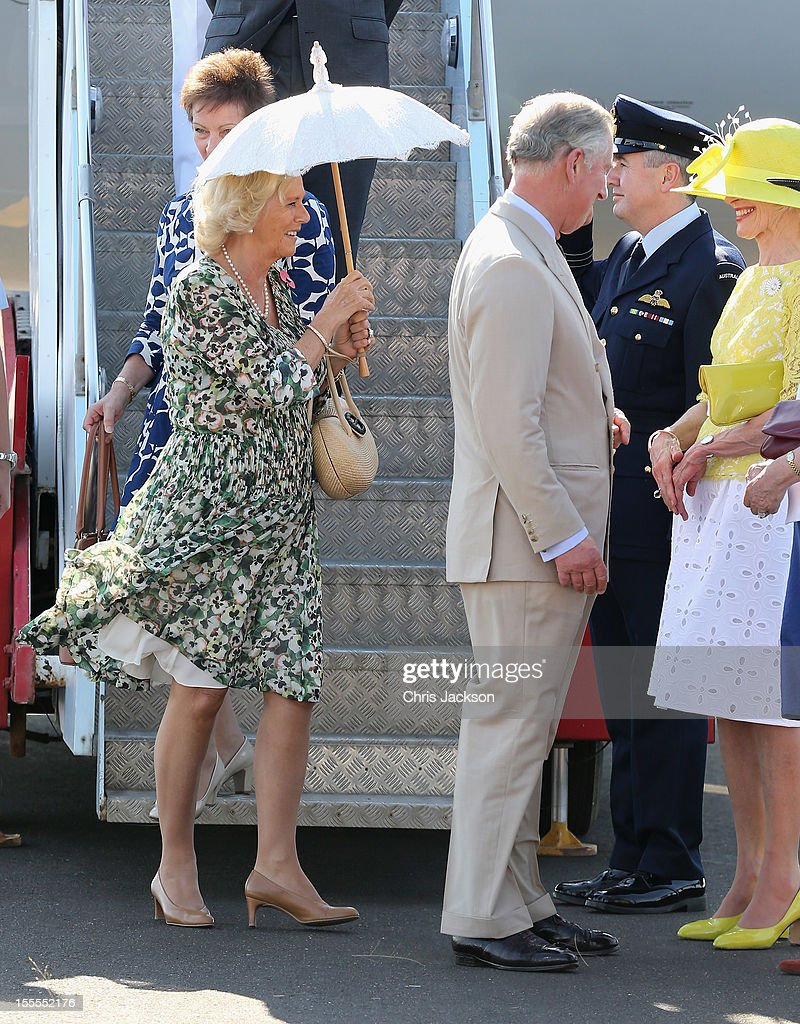 <a gi-track='captionPersonalityLinkClicked' href=/galleries/search?phrase=Camilla+-+Duquesa+da+Cornualha&family=editorial&specificpeople=158157 ng-click='$event.stopPropagation()'>Camilla</a>, Duchess of Cornwall touches down on Australian soil for the first time as she and Prince Charles, Prince of Wales disembark the royal plane on November 5, 2012 in Longreach, Australia. The Royal couple are in Australia on the second leg of a Diamond Jubilee Tour taking in Papua New Guinea, Australia and New Zealand.