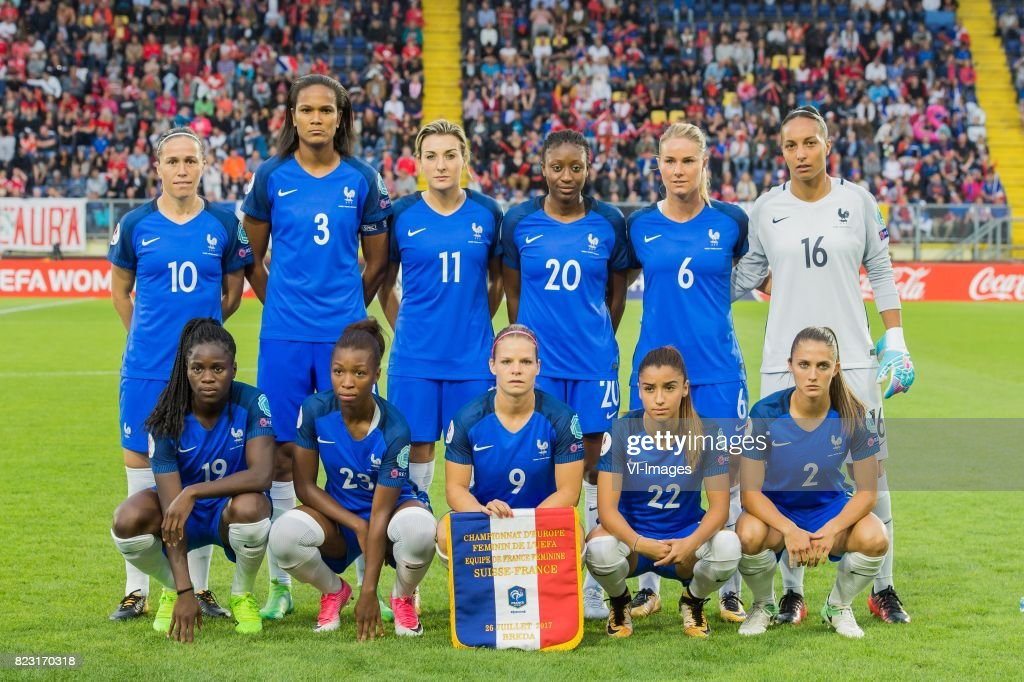 ¿Cuánto mide Wendie Renard? - Real height Camille-abily-of-france-women-wendie-renard-of-france-women-claire-picture-id823170318