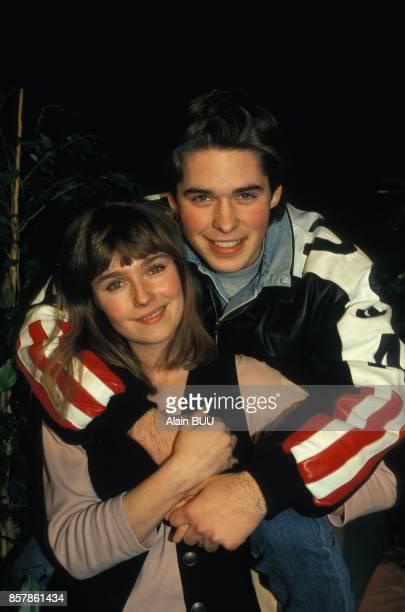Camille Raymond et Anthony Dupray lors de la 200e de la serie televisee Premiers baisers sur TF1 le 3 mars 1994 a Paris France