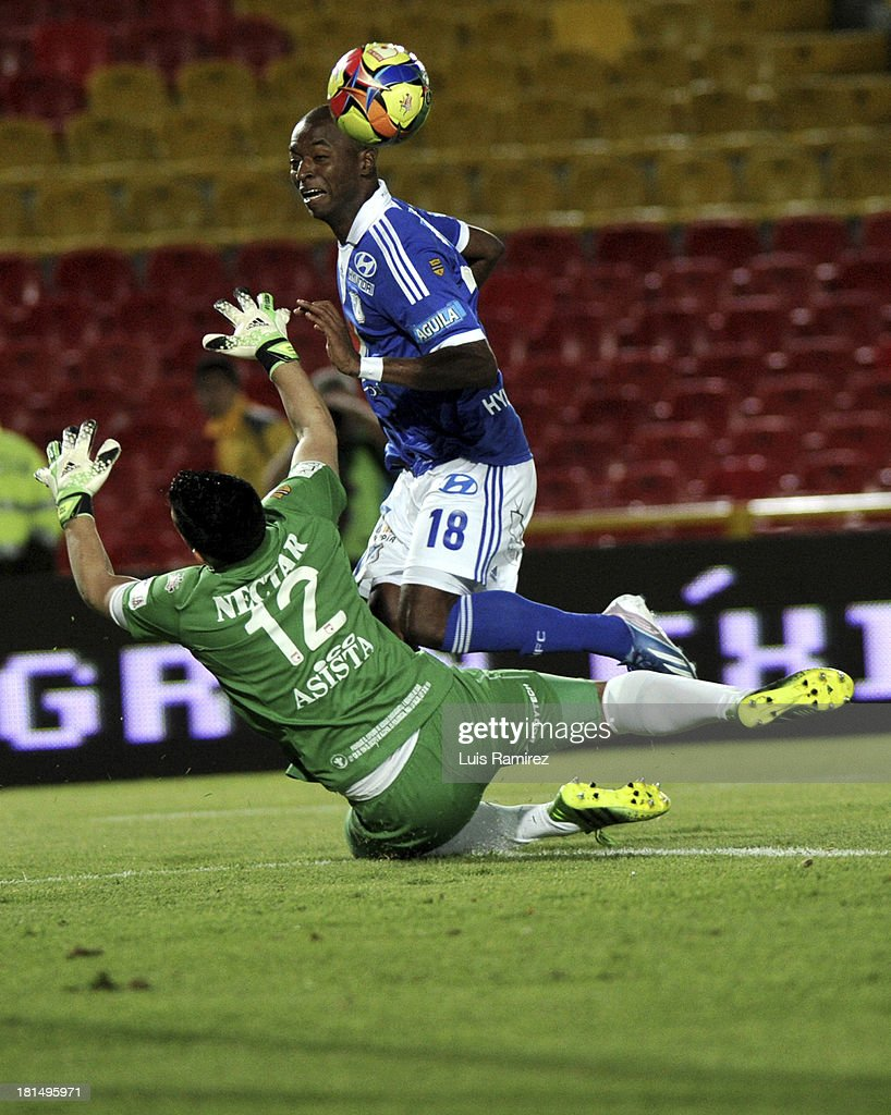 Camilo Vargas of Independiente Santa Fe fights for the ball with <a gi-track='captionPersonalityLinkClicked' href=/galleries/search?phrase=Wason+Renteria&family=editorial&specificpeople=666364 ng-click='$event.stopPropagation()'>Wason Renteria</a> of Millonarios during a match between Independiente Santa Fe and Millonarios as part of the Liga Postobon II at Nemesio Camacho Stadium on September 21, 2013 in Bogota, Colombia.