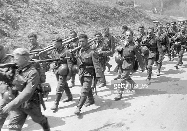 2WW campaign in the west / battle of france Infantry marching along the roadJune 1940 No further information undated Published by 'Deutsche...