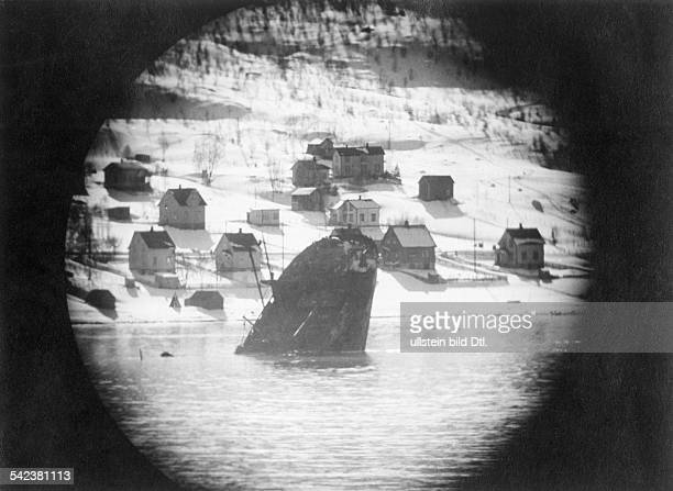 2 WW campaign of Denmark_Norway from on Norway Combat for narvik 0904View through binoculars to the stern of a sunken vessel in the harbour April 1940