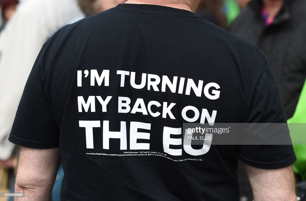 A campaigner wears a T-shirt bearing the slogan 'I'm Turning My Back On The EU' as he attends an Anti-EU (European Union) United Kingdom Independence Party (UKIP) pro-Brexit campaign event, ahead of the forthcoming referendum, in Birmingham, central England, on May 31, 2016. Politicians and world leaders have dominated the headlines in the campaign for Britain's Jun 23, 2016 EU referendum, but a passionate battle for the country's future is also being fought by activists on the streets. / AFP / PAUL