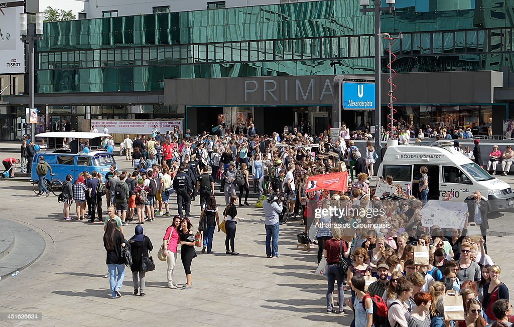 campaigners demonstrate outside the new primark store at alexanderplatz on july 03 2014 in berlin - Primark Online Bewerbung