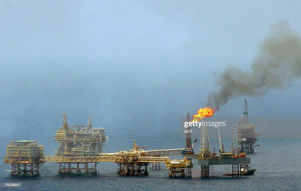 Picture taken 04 September 2006 in the Gulf of Mexico near the shores of the state of Campeche mEXICO of a Petroleos Mexicanos oil rig The Saudi...