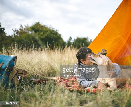 Camping and playing with dog : Foto de stock