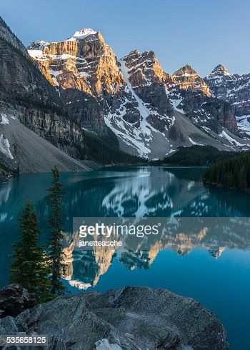 Canada, Alberta, Banff National Park, Moraine Lake sunset