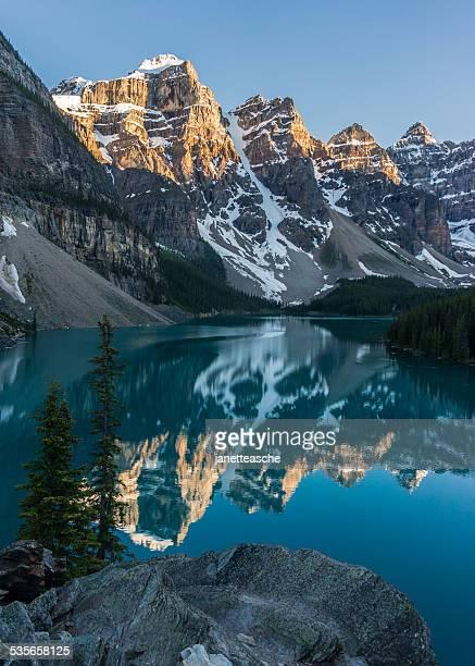 Canada, Alberta, Banff National Park, Moraine Lake sunset