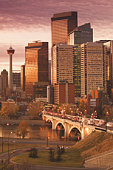 Canada, Alberta, Calgary, downtown and Centre Street Bridge, dawn