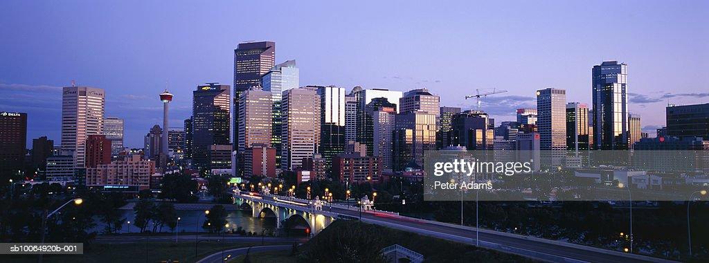 Canada, Alberta, Calgary downtown skyline at dusk : Stock Photo
