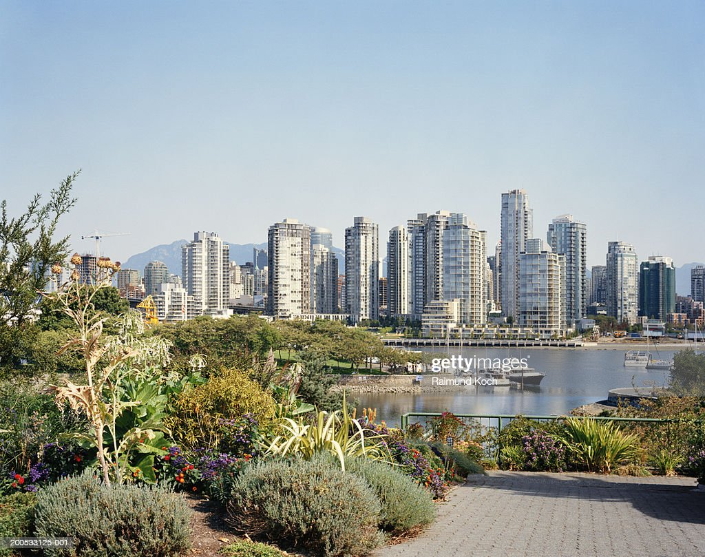 Canada, British Columbia, Vancouver, harbour and cityscape, charleson park in foreground : Stock Photo
