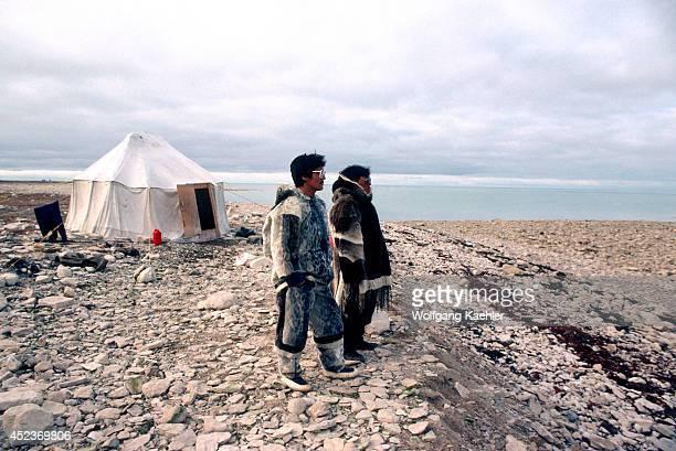 Canada Nwt Hudson Bay South Hampton Island Native Pt Inuits At Summer Hunting Camp