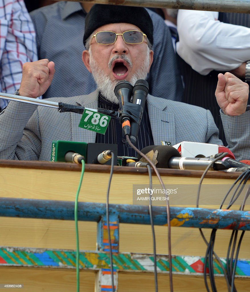 Canada-based preacher Tahir-ul-Qadri delivers a sermon for congregational Friday prayers held at an anti-government protest site in front of the Parliament in Islamabad on August 22, 2014. Pakistani opposition politician Imran Khan called August 21 off talks with the government aimed at ending protests seeking the fall of the prime minister, which have unnerved the nuclear-armed nation. Khan and populist cleric Tahir-ul-Qadri have led followers protesting outside parliament for the past two days demanding Prime Minister Nawaz Sharif quit. AFP PHOTO/ Aamir QURESHI
