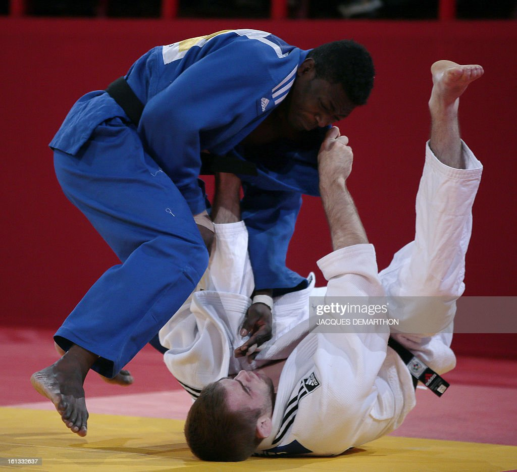 Canada's Antoine Valois-Fortier (white) fights against Central African Republic's Hardi Malot (blue) on February 10, 2013 in Paris, during the eliminatories of the Men - 81kg of the Paris Judo Grand Slam tournament.