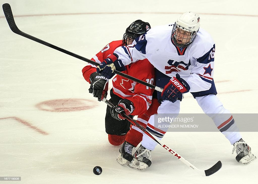 Canada's forward Samuel Bennett (L) vies with US defender Steven Santini during the IIHF U18 International Ice Hockey World Championships final game in Sochi on April 28, 2013.