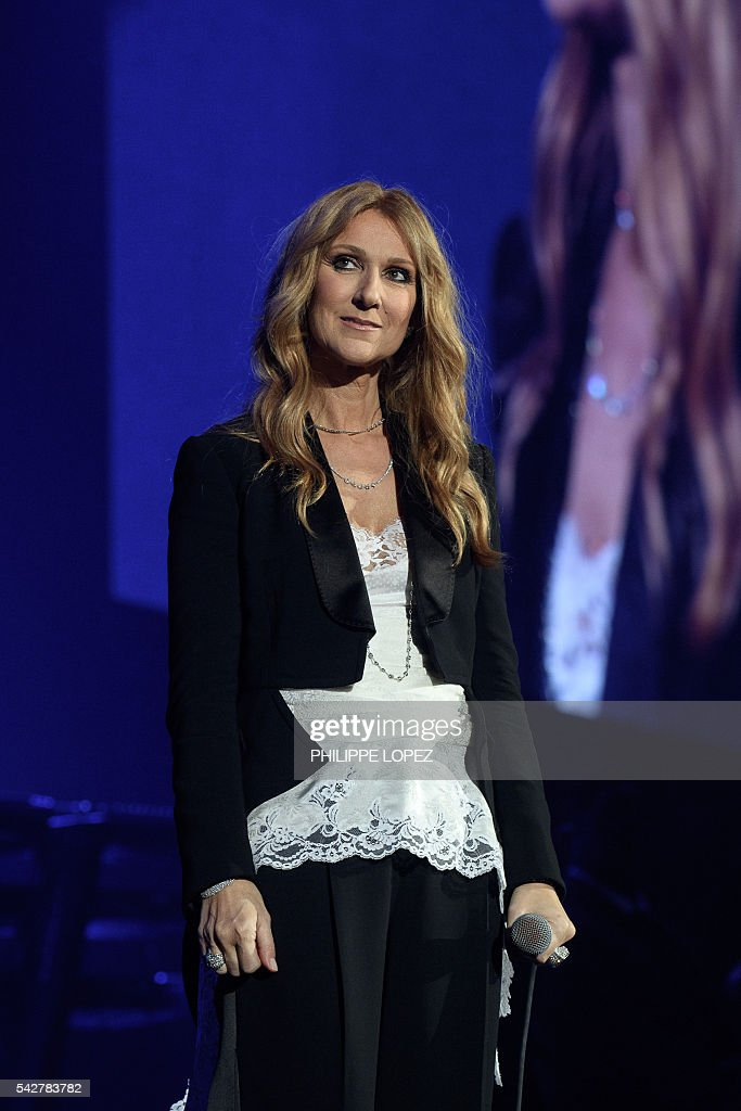 Canada's singer Celine Dion performs on stage at AccorHotels Arena concert hall in Paris on June 24, 2016. / AFP / PHILIPPE