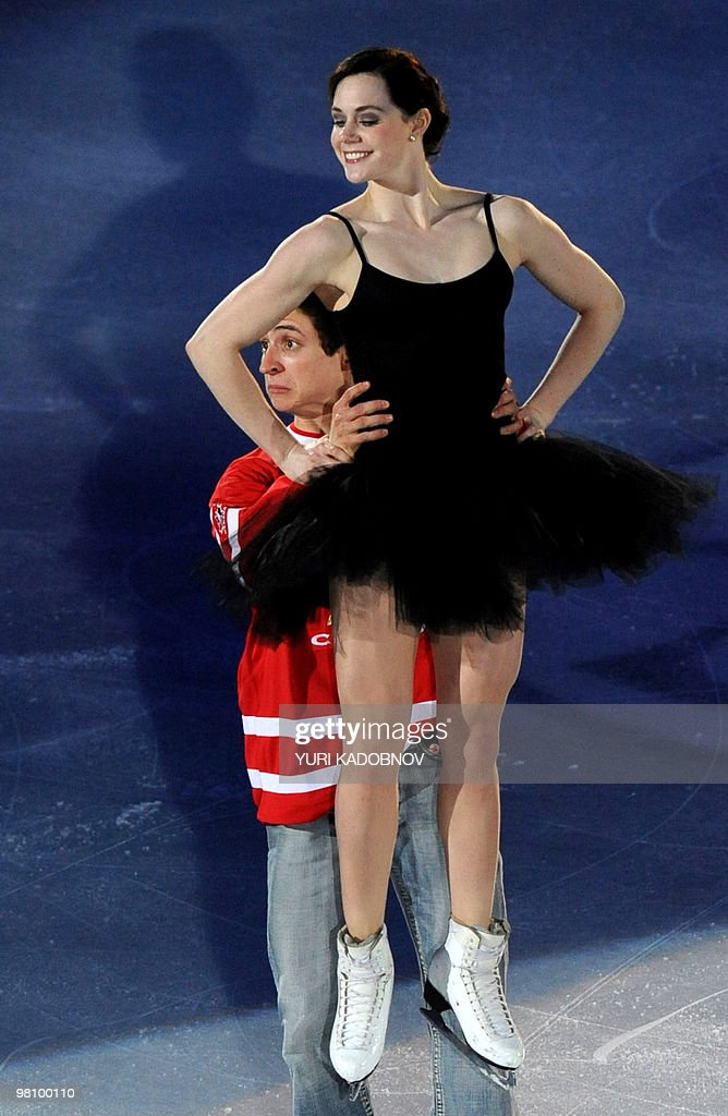 Canada's Tessa Virtue and Scott Moir perform during the exhibition gala of the World Figure Skating Championships on March 28, 2010 at the Palavela ice-rink in Turin. AFP PHOTO / YURI KADOBNOV