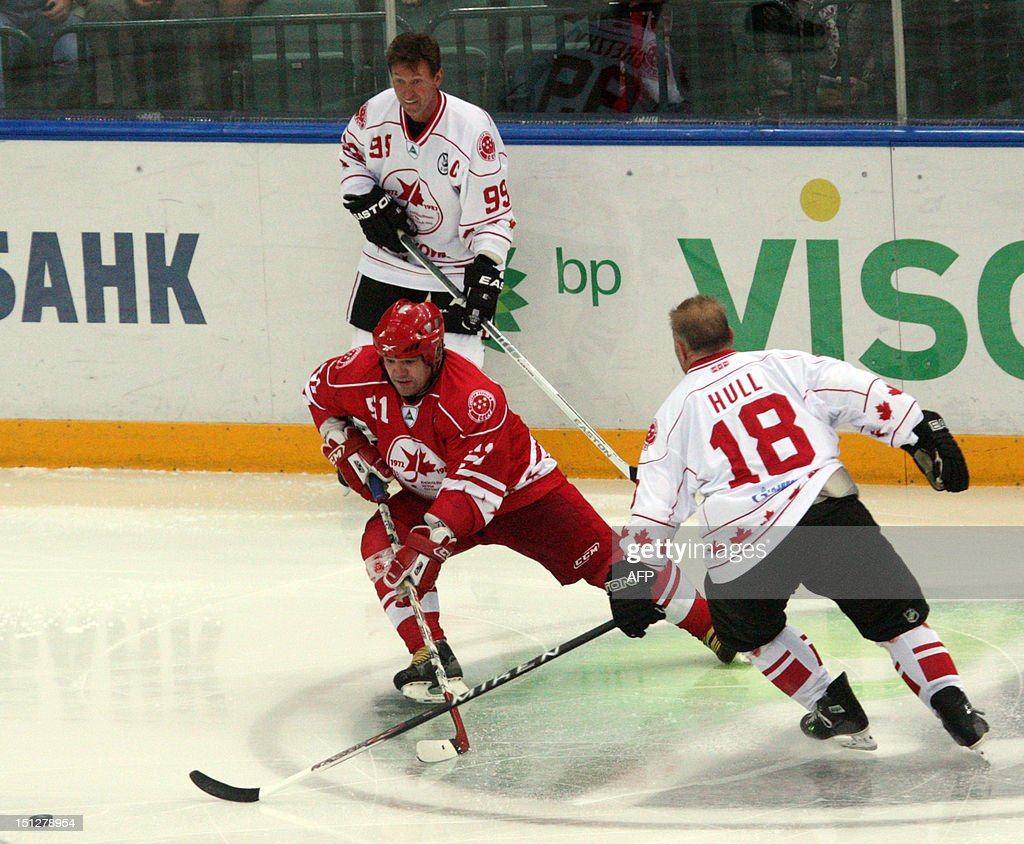 Canada's Wayne Gretzky (back L) is in action on during a Legends Jubilee Games 2012 hockey match between teams Legend of Canada and Legend of USSR in St. Petersburg, Russia, on September 5, 2012. AFP PHOTO / OLGA MALTSEVA