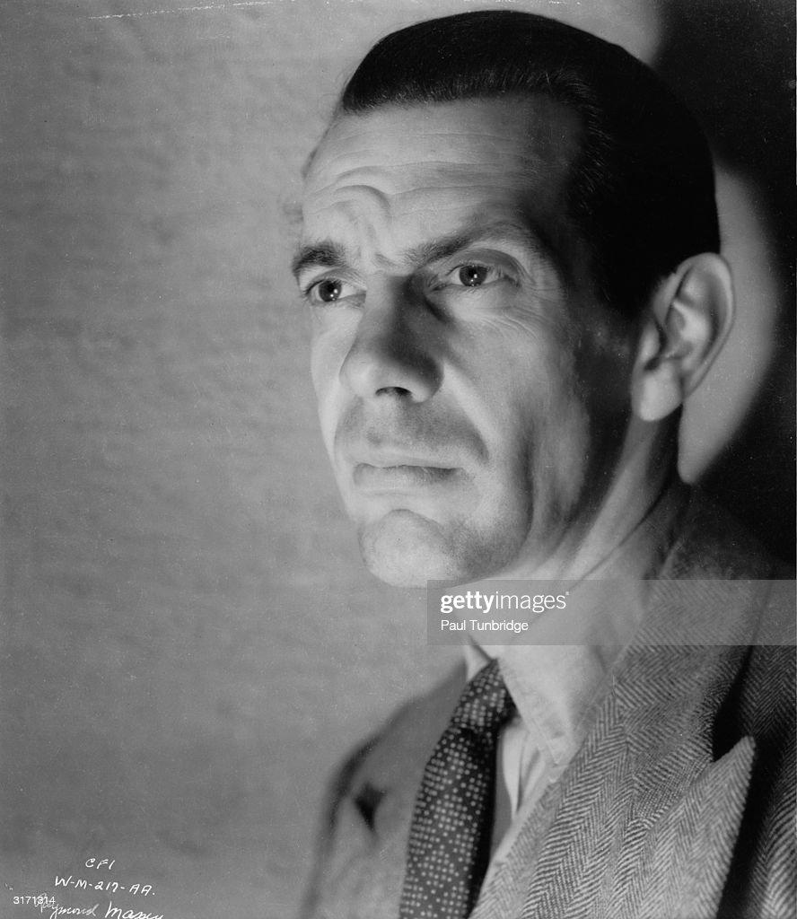 Canadian actor Raymond Massey (1896 - 1983) plays John Cabal in the futuristic drama - canadian-actor-raymond-massey-plays-john-cabal-in-the-futuristic-to-picture-id3171314