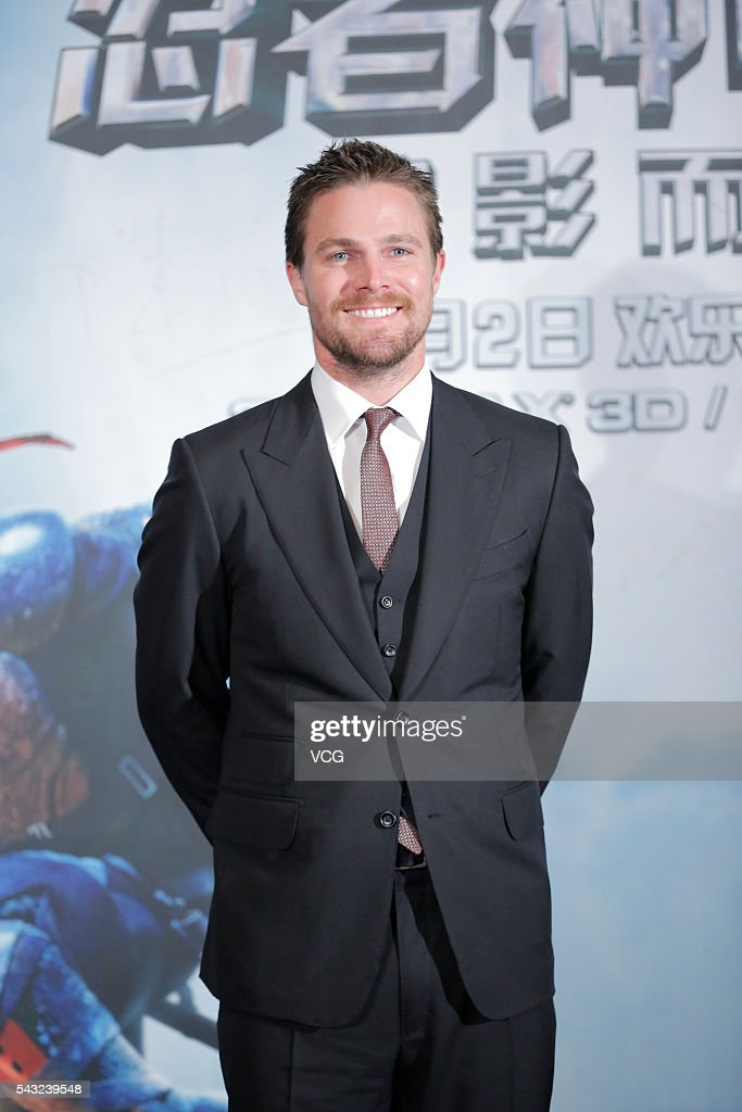 Canadian actor <a gi-track='captionPersonalityLinkClicked' href=/galleries/search?phrase=Stephen+Amell&family=editorial&specificpeople=4500297 ng-click='$event.stopPropagation()'>Stephen Amell</a> attends the premiere of 'Teenage Mutant Ninja Turtles: Out of the Shadows' on June 26, 2016 in Beijing, China.